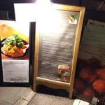 カオリズ - 2016.11.06撮影       店舗入口の案内板