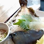 潮まねき - 料理写真:カワハギの姿造り(肝添え)。