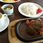 る・るぽ - ハンバーグ定食 850円 ライス、スープ付き