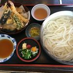 手打うどんはまだや - 料理写真:釜揚げ天ぷらうどん