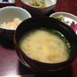 かねいし旅館 - お味噌汁 とーふ 揚げ 椎茸 ねぎ入り(@ ̄ρ ̄@)