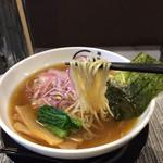麺処 蛇の目 伯蓮 - 鶏と魚介醤油らぁめん 麺リフトアップ