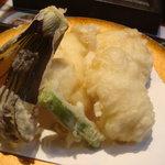585354 - そば茶屋薮さん、鱧の天ぷらです。鱧はおいしかったんですが揚げ方が惜しかった