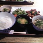 奥京 - 甲州とりもつ煮とミニそばのセット