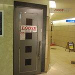 LOOSE - 入り口ドア。