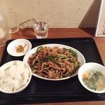 張家 - 青椒肉絲定食880円