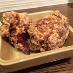 FUKUROO. - 鹿児島県産霧島鶏の唐揚げ。 とってもジューシーで、男性が好みそうなお味。
