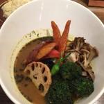 FUKUROO. - 野菜盛スープカリー  基本のスープ3辛