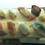 潮目の海 - 潮目の寿司(まぐろ、サーモン、いか、つぶ貝、鯵、海老、ヒラメ、いくら)