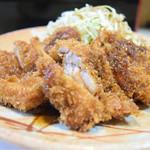 とりかつ チキン - 通称:とり・とん。650円。サクサクの衣と、ジュースィーな鶏カツが、値段以上の満足度を演出。