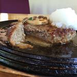 ぱぱなっしゅ - ナイフを入れると肉汁が溢れます