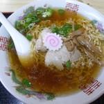 三忠食堂 - 透明のスープに細縮れ麺の正統派
