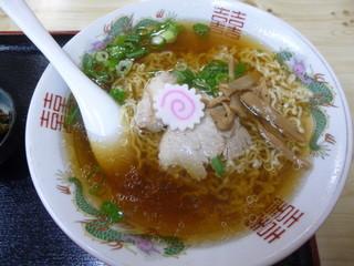 三忠食堂 本店 - 透明のスープに細縮れ麺の正統派