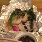 イタリア食堂 Necco - 天然マイタケとサワラのホイル焼き、岩塩とタプナードソース \1750