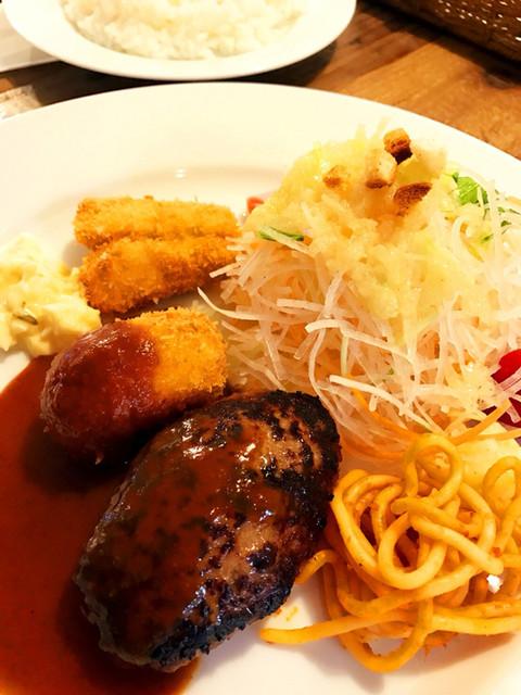 洋食屋ナカムラ - Aセット、上から魚フライ(激旨)、クリームコロッケ(旨旨〜)、ハンバーグ(記憶に残る味わい)