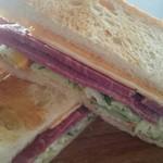 58519372 - 大木のコンビーフとチェダーチーズでサンドイッチ作りました