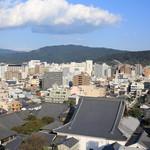58519376 - 仏光寺~東山を臨みます。お部屋には景観を説明する図が置いてありました。
