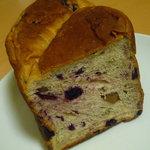 CALVA - 栗とカシスの食パン1/2(315円)♪酸味と甘みのバランスが絶妙!