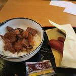 R411 - ピリ辛豚丼650円也と鹿肉ソーセージ(3本入り)500円也