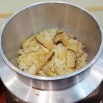 むさし - ご飯、季節の釜飯、松茸ご飯 が できあがりました。