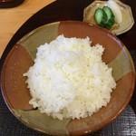 江戸前晋作 - 鮪茶漬けのご飯 + 香の物