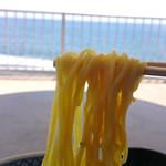 西湘パーキングエリア(下り線) スナックコーナー - 麺は中太麺、よくスープが絡みます