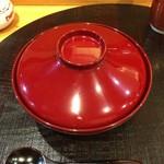 江戸前晋作 - 蒸し胡麻豆腐のお椀