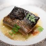 エクアトゥール - 2016.11 三河湾産天然鰻タレ焼き 粗く潰した銀杏とお米のソース