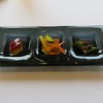 58531083 - 旬の野菜 前菜盛合せ:白きくらげとクコの実、チャイニーズ・ピクルス、モロッコ・インゲン1