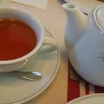 ペーパームーン - 紅茶はポットサービス