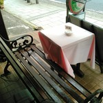 レストラン マルシェ - 外に設けた喫煙コーナー