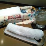 レストラン マルシェ - おしぼり、お水、カトラリー(割り箸もある!!)