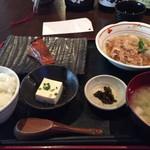 コトブキヤ酒店 厨 - ランチの定食(メヌケの醤油漬け焼きと豚肉と里芋の土佐煮)。850円。