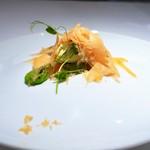 レストランディファランス - サーモン オリーブオイル 空豆 枇杷