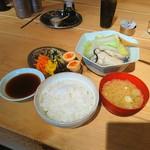 STAND - 大粒牡蠣入り 湯豆腐定食♥ 温まるぅ~♥(〃´o`)=3