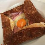 58553143 - ド定番チョイスのガレット。卵とチーズとハム♡