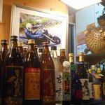 和泉屋 - バイクに乗っているのは店主だろうか?