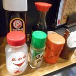 和泉屋 - 卓上の調味料