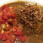 カフェ サンタマリア クラシック - トマトソースのかかった豆と鶏ミンチ フライドオニオン