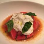 イタリアン オット - カプレーゼ。チーズが滑らか!トマトも美味しい       !