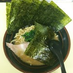 大吉家 - ラーメン600円麺硬め。海苔増し120円。
