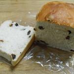 上町トースト倶楽部 - 食パン レーズンの断面。イチジクよりは多い気はする。 H27.9.8