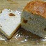 上町トースト倶楽部 - 食パン イチジクの断面。イチジク少なっ H27.9.8