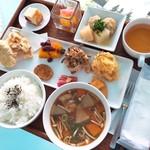 越後まつだい里山食堂 - 料理写真:日替りランチ「里山ごはん」(1,000円)