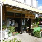 弘前の煮たまご屋 - 駐車場は店頭に1台分