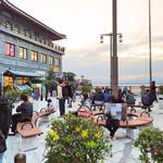 江の島 貝作 - 2016 お店の前からポケモン軍団を眺めて
