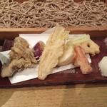 58580742 - 野菜の天ぷらそば切り(細打ち)1,188円舞茸、里芋、蓮根、チコリ、薩摩芋、蕪、金時人参