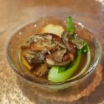 calme - ハンガリー産 フレッシュフォアグラのポアレ コンソメに浮かせて 里芋との相性