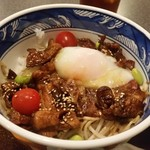 さつま黒豚と郷土料理 青葉 - こちらの「温たまらん丼」は、黒豚丼でした