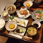 さつま黒豚と郷土料理 青葉 - 「さつま定食 (1780円)」(きびなご刺身がなくて、他の刺身になってます)